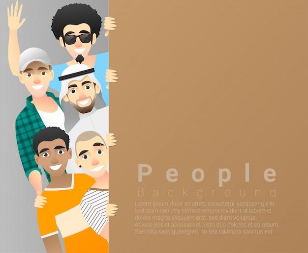 Fondo del concepto de diversidad, grupo de hombres felices multiétnicos de pie detrás del tablero vacío