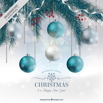 Fondo de abeto con bolas de navidad en estilo realista