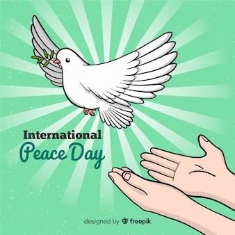 Fondo para el día de la paz con paloma blanca y manos