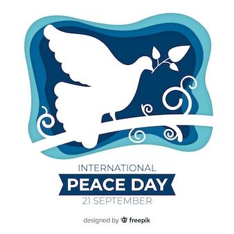 Fondo del día de la paz con paloma en papel