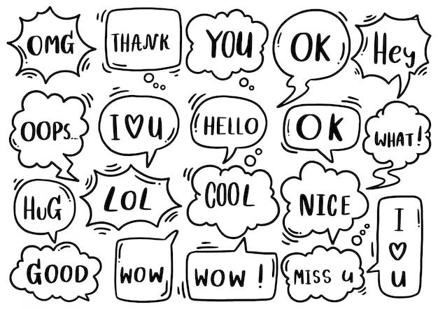 Fondo dibujado a mano conjunto de lindo discurso burbuja eith texto en estilo doodle
