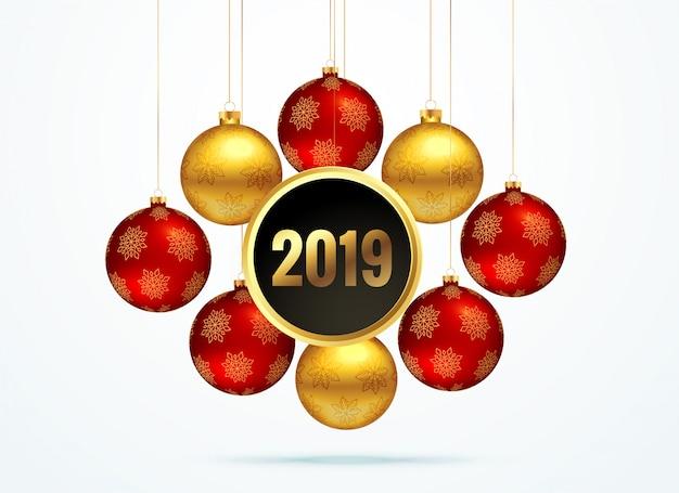 Fondo dorado 2019 con bolas colgantes y decoración.