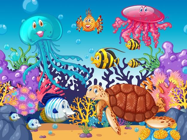 Fondo de escena con animales marinos bajo el mar.