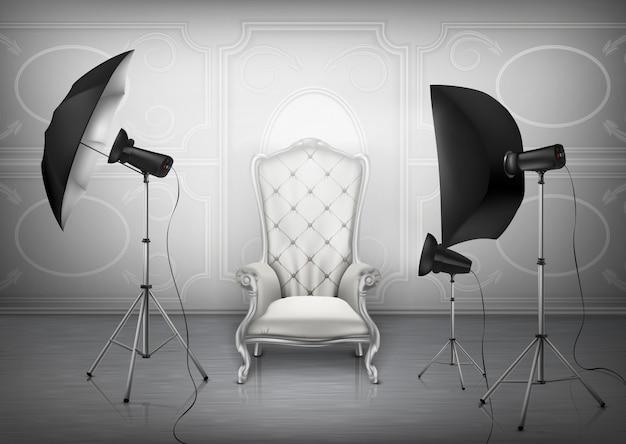 Fondo, estudio fotográfico con sillón de lujo vacío y pared con adornos decorativos.