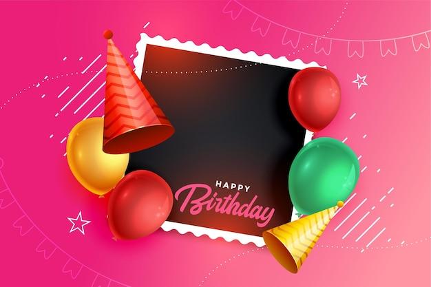 Fondo de feliz cumpleaños con gorro de globos y marco de fotos