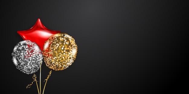 Fondo festivo con globos de aire dorados, rojos y plateados y piezas brillantes de serpentina. ilustración de vector de carteles, folletos o tarjetas.