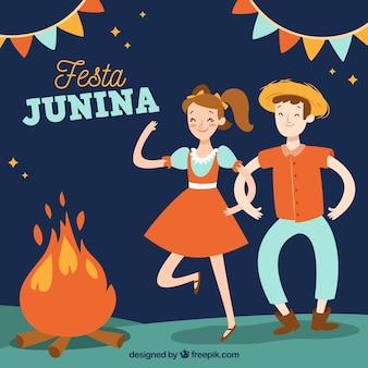 Fondo de fiesta junina con personas bailando alrededor de una fogata