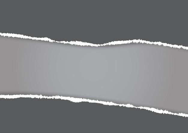 Fondo gris abstracto con un papel rasgado
