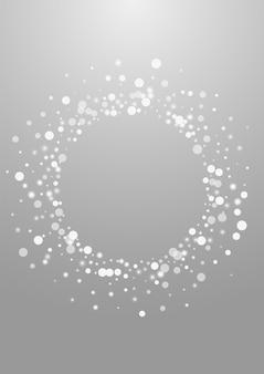 Fondo gris del vector del copo de nieve de plata. tarjeta white shine snowfall. telón de fondo de confeti cayendo. postal de nieve sutil.