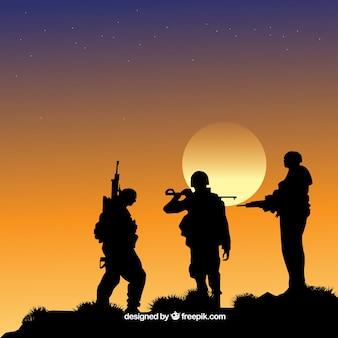 Fondo de guerra con siluetas de soldados