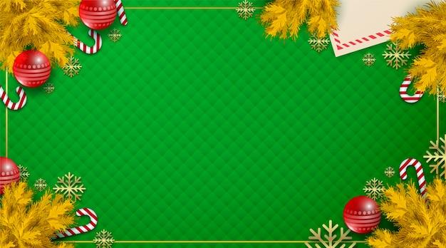 Fondo de hojas de pino dorado y bolas de navidad