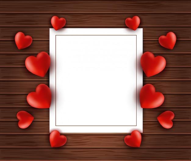 Fondo de madera con marco de papel blanco y corazones