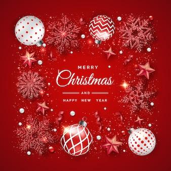 Fondo de navidad con brillantes copos de nieve, cintas y bolas de colores.