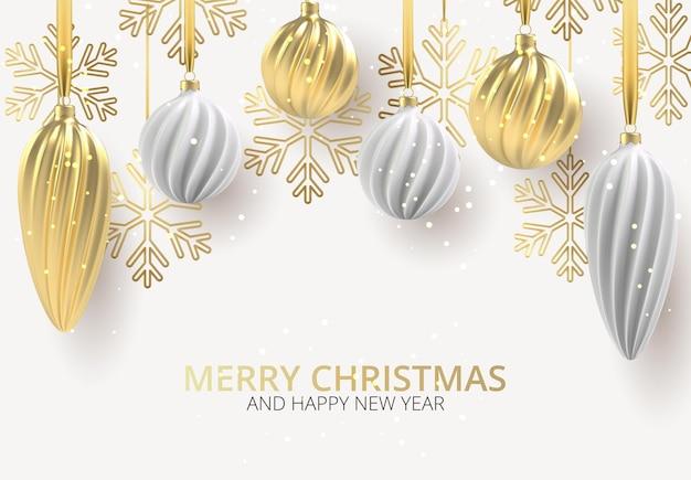 Fondo de navidad con juguetes de árbol de navidad de blanco y oro, bolas en espiral y copos de nieve sobre fondo blanco horizontal, con la inscripción navidad.