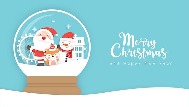 Fondo de navidad con lindo papá noel y amigo en un globo de nieve con espacio de copia.