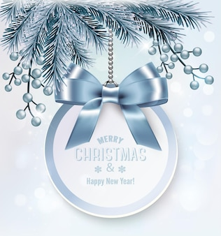 Fondo de navidad con una tarjeta de regalo y ramas de árbol.