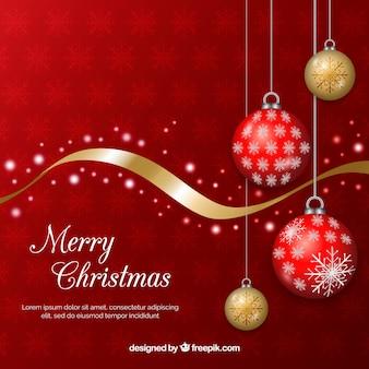 Fondo navideño con bolas rojas y doradas de árbol de navidad