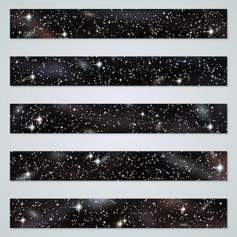 Fondo panorámico nocturno con estrellas, nebulosas y galaxias engastadas.