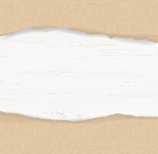 Fondo de papel rasgado en la madera.
