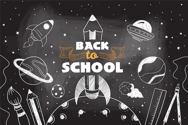 Fondo de regreso a la escuela de pizarra con paquete de elementos