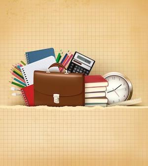 Fondo de regreso a la escuela con útiles escolares y papel viejo