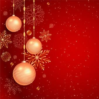 Fondo rojo de navidad con bolas y copos de nieve