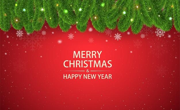 Fondo rojo de navidad con ramas de abeto, copos de nieve y luces brillantes, banner de cartel de feliz año nuevo o tarjeta de felicitación