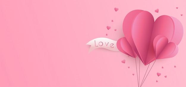 Fondo de san valentín con corazones de papel cortado