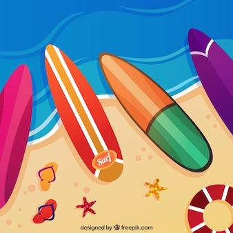 Fondo de tablas de surf en la orilla del mar