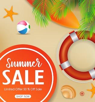 Fondo de venta de verano con elementos de playa.