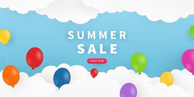 Fondo de verano con cielo nubes globos diseño de banner de venta de verano en estilo de corte de papel