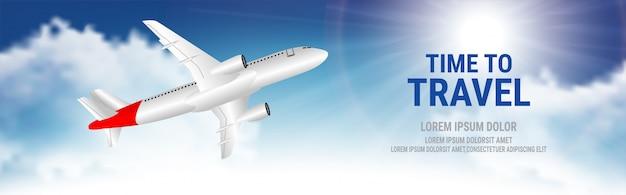 Fondo de viaje con avión y nubes blancas