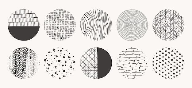 Formas geométricas del doodle de manchas, puntos, círculos, trazos, rayas, líneas. conjunto de patrones dibujados a mano de círculo. texturas hechas con tinta, lápiz, pincel.