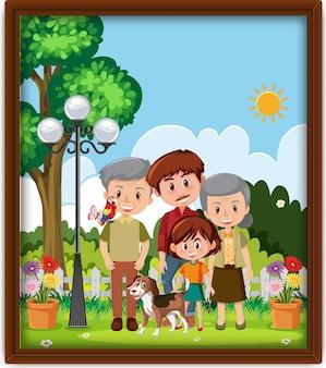 Una foto de familia feliz en el parque en un marco.