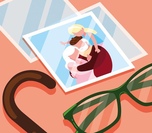 Foto de linda pareja de ancianos abrazados con gafas y bastón
