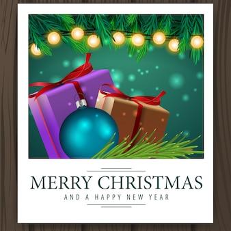 Foto con regalos navideños y saludos feliz navidad.