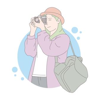 Fotógrafo de mujer tomando una foto. prima