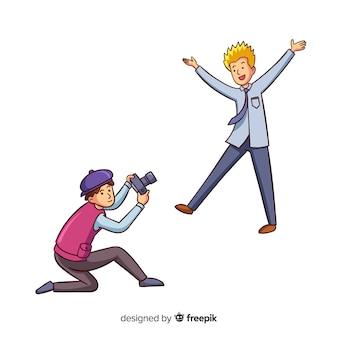 Fotógrafo tomando una foto de un hombre rubio