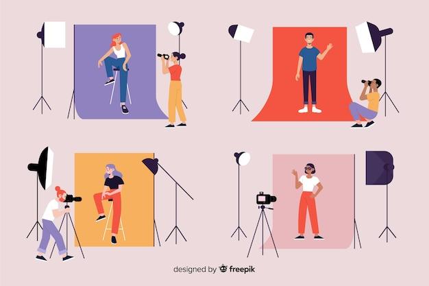 Fotógrafos trabajando en su estudio con colección de modelos.