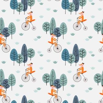 Fox monta una bicicleta vintage en el bosque