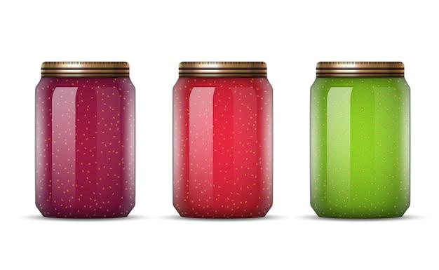 Frascos de vidrio con mermelada aislado en blanco
