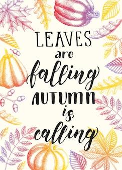 Frase de caligrafía de letras de otoño - feliz temporada de especias de calabaza. cita de motivación hecha a mano y hojas y calabazas dibujadas a mano.