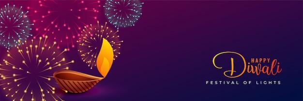 Fuegos artificiales diwali tradicionales y diseño diya.