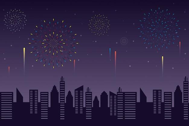 Fuegos artificiales estallan explosiones con paisaje urbano en el fondo del cielo nocturno
