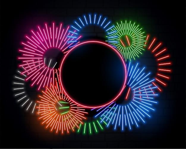Fuegos artificiales y marco de luces de neón