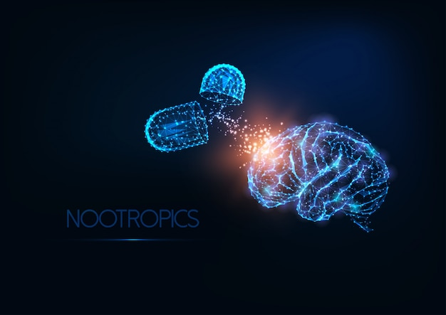 Futurista enguantado bajo cerebro humano poligonal y cápsulas de medicamentos sobre fondo azul oscuro.