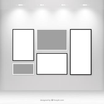 Galería con lienzos en blanco