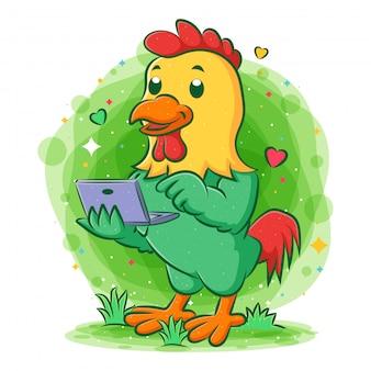 Gallo feliz emocionado sosteniendo portátil