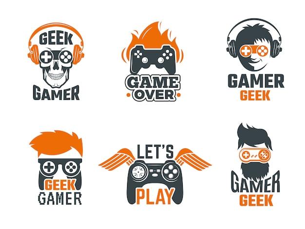 Gamers insignias. etiquetas de la vieja escuela de videojuegos con joystick para plantilla de vector geek inteligente