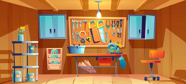 Garaje interior con instrumentos para trabajos de reparación.